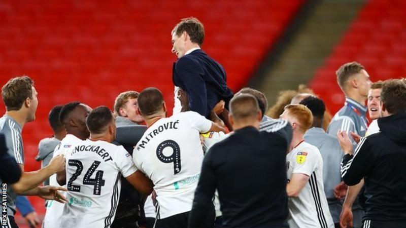 Fulham a remporté la Promotion en Premier League en battant Brentford 2-1 en finale des playoffs de Wembley en août.<br>
